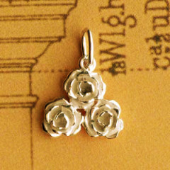 Pendentif 3 ROSES Triangle Plaqué Or Z13